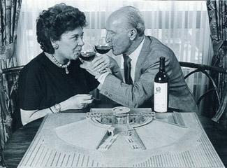 Robert Mondavi和飞利浦男爵的继任者,菲利萍女爵一起推广Opus One