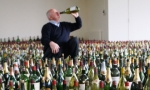 有位法国大爷,晒4万瓶红酒成网红