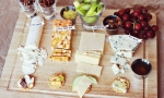 如何打造惊艳的夏季酒色轰趴: 小吃与酒单推荐