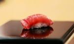 寿司就是把鱼放在米饭上?可有人却为了做出最好的寿司倾尽一生